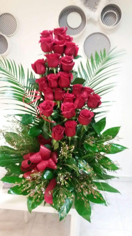 Cesta con  24 rosas