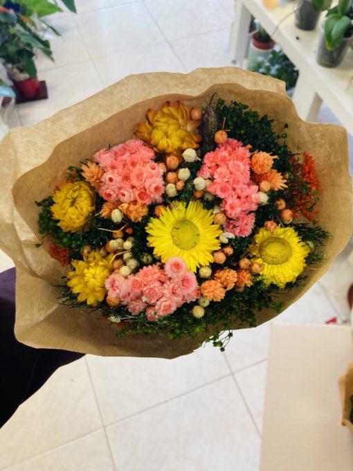 ramo de flores preservadas rosas y amarillas