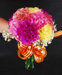 ramo de claveles de colores variados